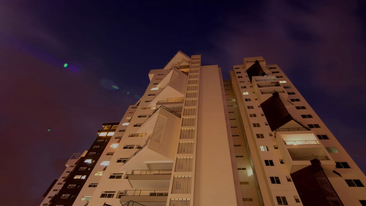 Living -Walls- Another -Sky-Front-View