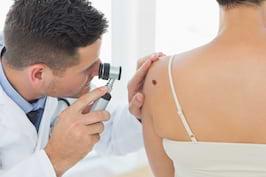 10 modificari ale pielii care ar trebui sa te trimita la medicul dermatolog