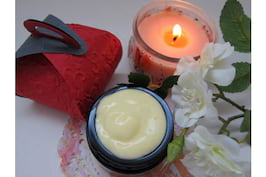 Balsam de buze DIY: 2 rețete 100% naturale