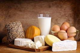 Daca valoarea colesterolului e mare, ai voie sa mananci lactate, oua, branza si carne?