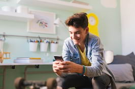 Ghidul adolescentului in social media: fii inteligent in mediul digital