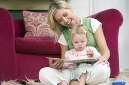 Ii cititi copilului inainte de culcare? Il puteti ajuta sa invete mai bine si mai repede!