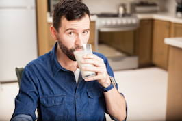 Sotul tau bea zilnic lapte de soia? Iata de ce ar trebui sa reduca frecventa