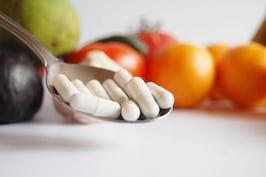 12 medicamente ce pot avea efecte adverse în combinație cu unele alimente