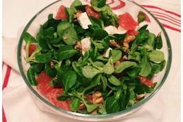 Salata inedita pentru masa de Craciun, cu grepfrut si nuci