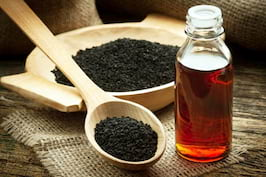 Uleiul de chimen negru, aliat de pret pentru un par frumos
