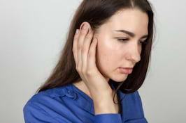 Ai urechile infundate? Posibile cauze, tratament si remedii naturale