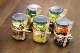 Salate usoare pentru pranzul servit la birou