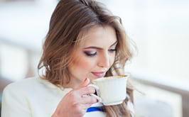 Câte căni de cafea este sănătos să bem în fiecare zi?