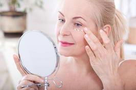 (P) Ce se întâmplă cu pielea odată cu debutul menopauzei?