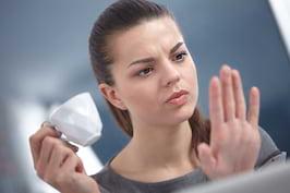 De ce ți se îngălbenesc unghiile? 5 cauze posibile