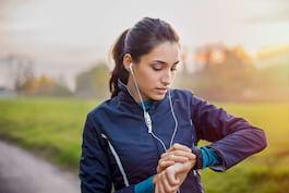 Ceasul inteligent (smartwatch) - cum funcționează și ce funcții utile are pentru sănătate