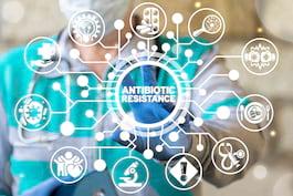 Utilizarea antibioticelor în tratamentul COVID-19 ar putea duce la o creștere a rezistenței antimicrobiene [studiu]