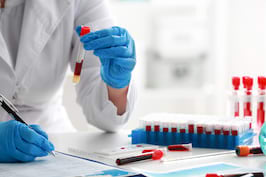 Analizele de sange: ce depisteaza, dar si cum le poti interpreta