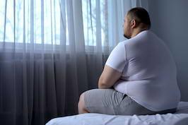 Obezitatea accelerează creșterea tumorilor canceroase [studiu]