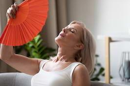 Metode naturale de ameliorare a simptomelor de menopauză