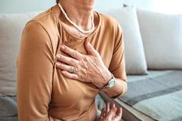 Ce pot semnala durerile în piept