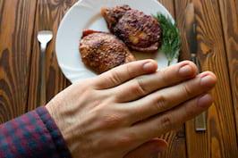 Nu trebuie să renunți la carnea roșie pentru a reduce colesterolul