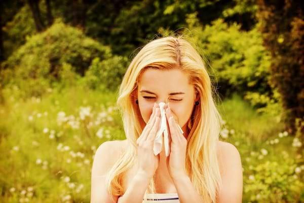 Alergia la polenul copacilor: factori declansatori si remedii