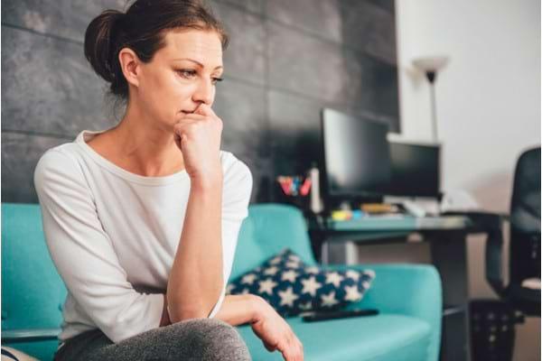 Anxietatea: Ce este, Cauze, Simptome si Tratament