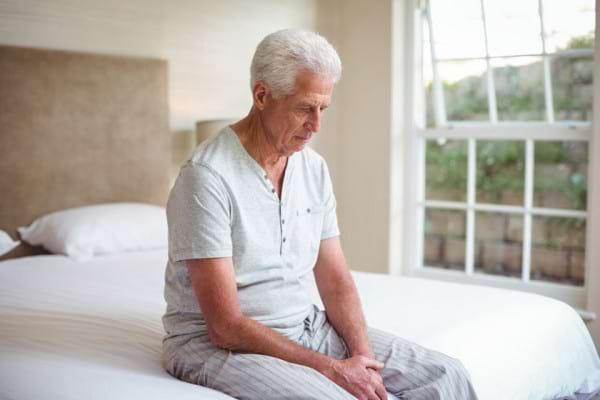 Articulații înțepenite, mai ales dimineața? Top cauze și remedii