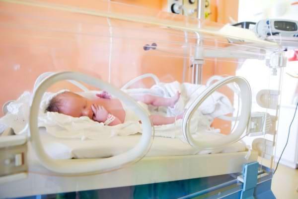 Copiii nascuti prematur: cum ii ajuta incubatorul si ce rol are in dezvoltarea lor