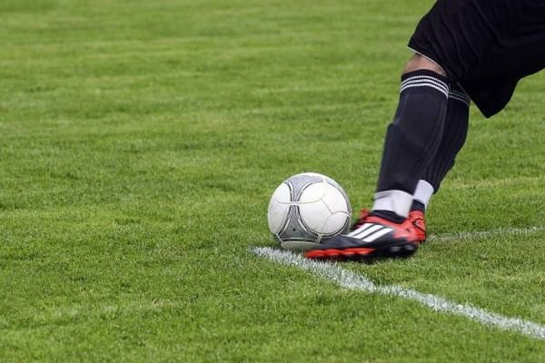 De ce e fotbalul benefic pentru persoanele varstnice