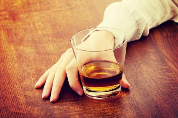 Bolile la care ne expune consumul de alcool