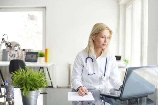 Ce medici diagnosticheaza si trateaza lupusul eritematos sistemic