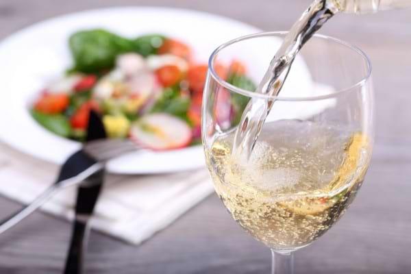 Consumul moderat de alcool reduce riscul de diabet [studiu]