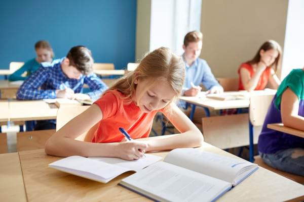 Cum iti ajuti copilul in perioada examenelor si testelor