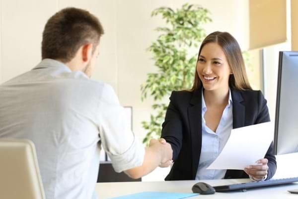Cum ne imbracam corect la un interviu pentru a ne creste sansele de a fi angajati