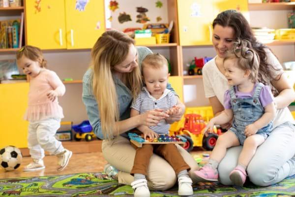 Cum iti imparti timpul intre prieteni si copii, daca esti foarte ocupata