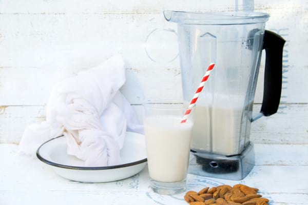 Cum prepari acasa lapte vegetal