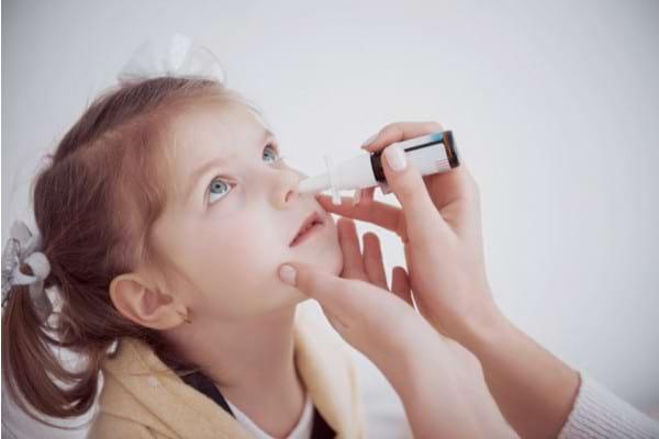 Folosesti decongestionante nazale cand copilul raceste? Iata de ce ar trebui sa te gandesti de 2 ori inainte