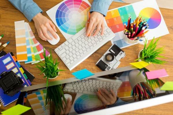 7 idei pentru decorarea spatiului de lucru: cum faci biroul mai vesel