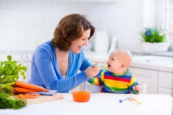 Diversificarea la bebelusi: cu ce incepe, retete diversificare, scheme diversificare