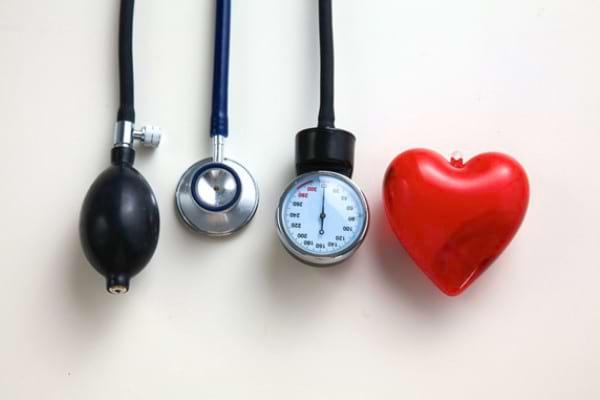 Doar 1 din 7 persoane obeze are tensiunea arteriala si colesterolul la un nivel normal