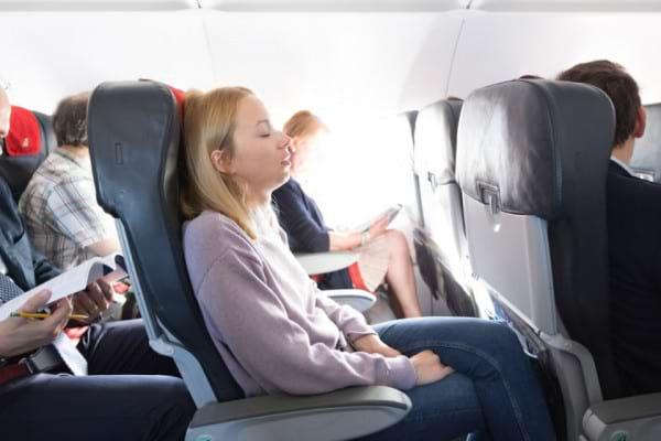 Durerea lombara din timpul calatoriei cu avionul - cum o ameliorezi pe timpul zborului
