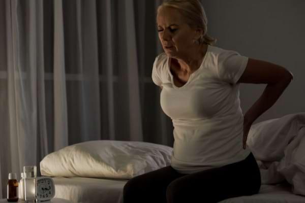 Ai dureri de spate noaptea? Iata ce ar putea indica!