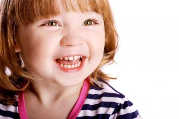 Erupția dentară: când le ies dinții copiilor?