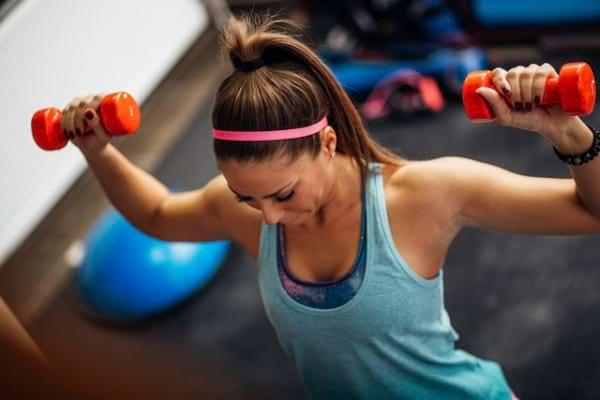 Exercitiile cu greutati: de ce e gresit sa faci aceleasi exercitii zilnic