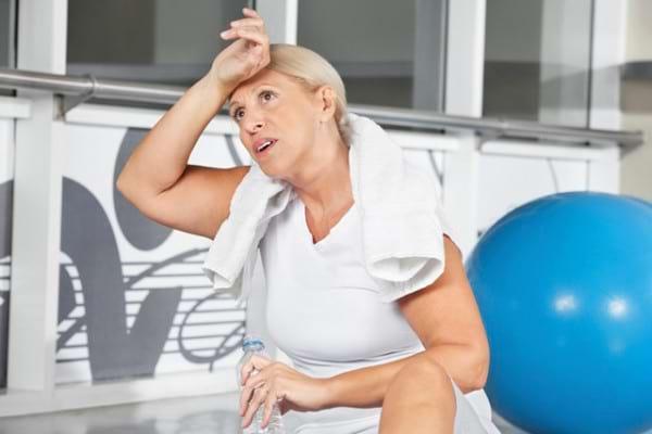 Exercitiile fizice te ajuta sa scapi de bufeuri si alte simptome ale menopauzei