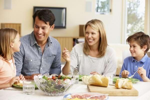 Cum isi pot proteja bolnavii de hepatita membrii familiei?