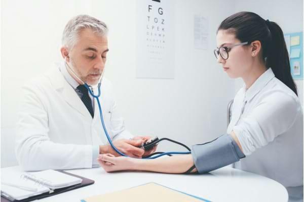 Hipertensiunea de halat alb: ce este si cum se manifesta