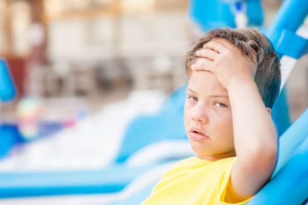 Insolatie la copii: cum se manifesta si cand este insolatia o urgenta medicala