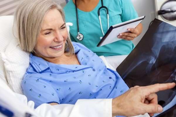 Interventiile chirurgicale de inlocuire a genunchiului si soldului ar putea fi benefice si pentru inima