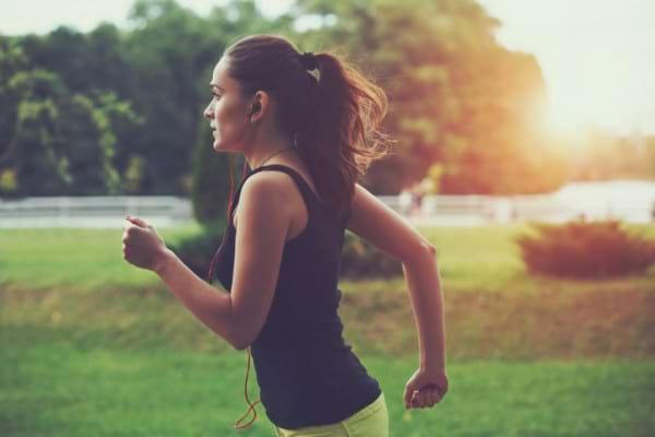Iti place sa alergi dimineata? Ce beneficii iti aduce o sesiune de jogging la primele ore ale zilei