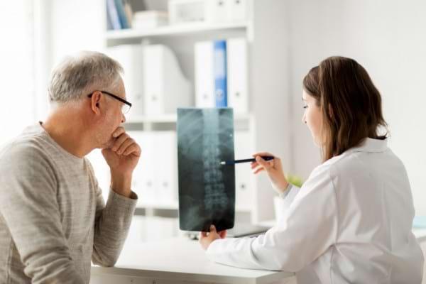 Lombosciatica: ce este, cauzele aparitiei & tratament