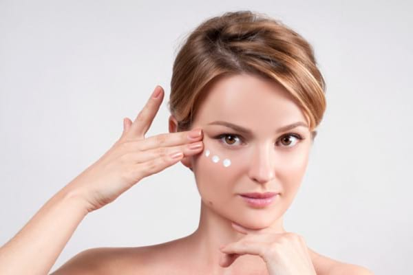 Mit sau adevar: masajul zilnic in jurul ochilor previne aparitia ridurilor